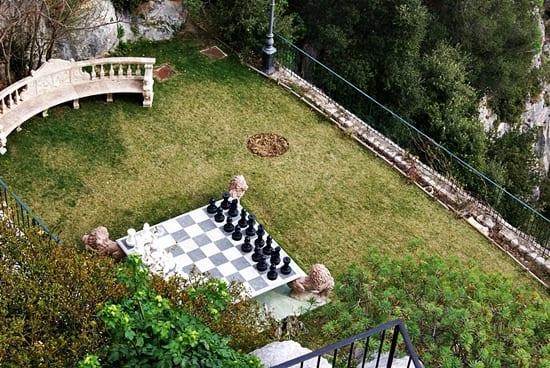 Eze pueblo medieval en los alpes mar timos de francia for Ajedrez gigante jardin
