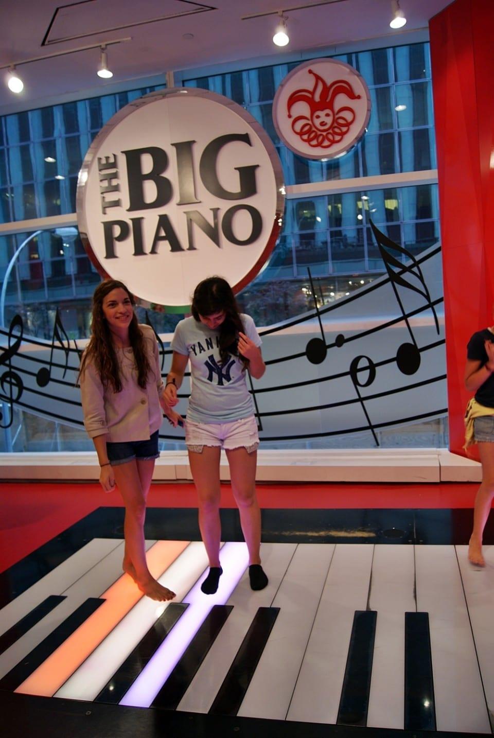 piano de Big, juguetería FAO Schwarz
