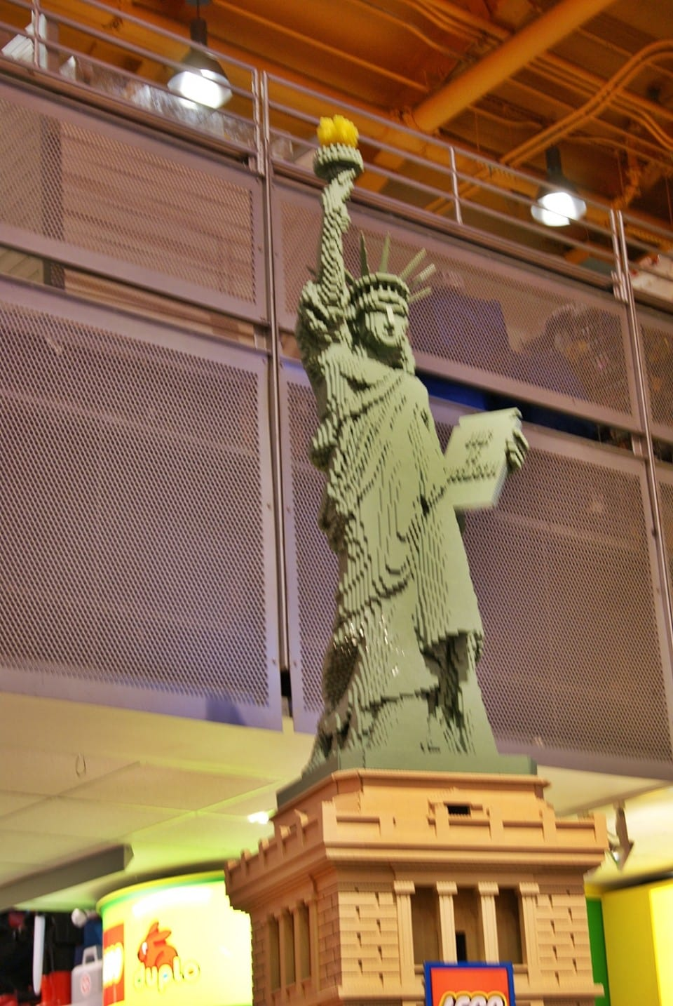Estatua de la libertad hecha con Lego