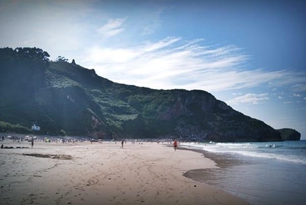 playa de las catedrales el orfanato