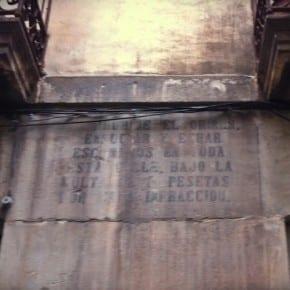 Multa de 5 pesetas por mear en la calle, Barcelona