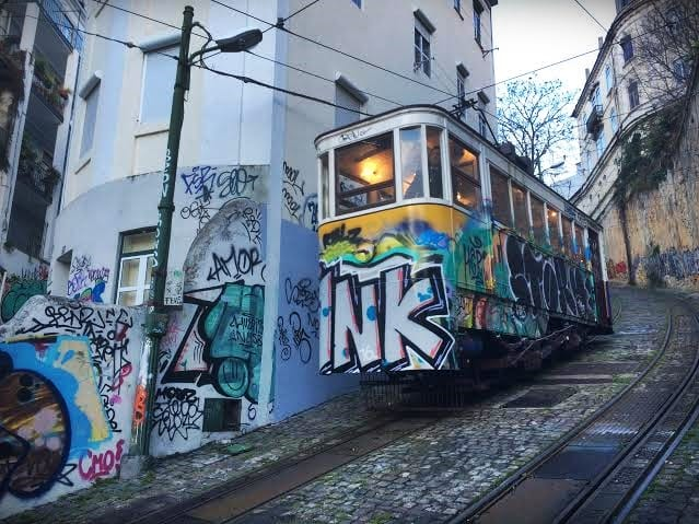 Ascensor Lavra, Lisboa street art